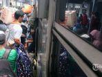 sejumlah-penumpang-kereta-terlihat-memadati-stasiun-pasar-senen-jakarta-pusat.jpg