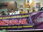 sejumlah-warga-yang-tergabung-dalam-forum-masyarakat-minangkabau.jpg