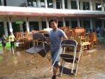 sekolah-kebanjiran-banjir-bandang-garut_20170606_105733.jpg