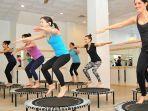 selain-menyenangkan-melompat-di-atas-trampolin-sangat-bermanfaat-untuk-tubuh-dan-pikiran-anda-1.jpg