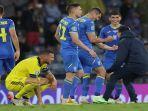 selebrasi-kemenangan-dramatis-pemain-ukraina-usai-menyingkirkan-swedia.jpg