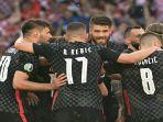 selebrasi-para-pemain-kroasia-merayakan-gol-pembuka-skor-melawan-spanyol.jpg