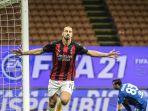 selebrasi-striker-ac-milan-ibrahimovic-setelah-cetak-gol-penalti-ke-gawang-as-roma.jpg