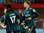 selebrasi-striker-leeds-united-patrick-bamford-setelah-cetak-gol-ke-gawang-aston-villa.jpg