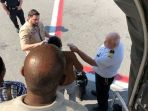 seluruh-penumpang-emirates-diperiksa-suhu-tubuhnya-setelah-mendarat-di-new-york_20180922_151213.jpg