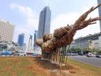 seni-instalasi-bambu-di-bundaran-hi_20180815_194315.jpg