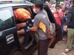 seorang-kepala-sekolah-dasar-ditemukan-tewas-di-dalam-mobilnya.jpg