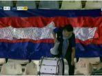 seorang-suporter-mendukung-timnas-kamboja-saat-melawan-iran-di-stadion-azadi-kamis-10102019.jpg
