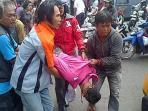 seorang-warga-terluka-parah-tertabrak-bus-transjakarta_20141215_130246.jpg