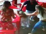 serangan-brutal-cewek-brazil_20170225_164023.jpg