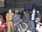 serbuan-vaksin-masyarakat-maritim-tni-al-oleh-komando-lintas-laut-militer-kolinlamil.jpg
