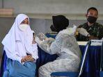 serbuan-vaksinasi-covid-19-untuk-pelajar-di-surabaya_20210721_162544.jpg