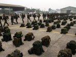 seribu-prajurit-tni-tiba-di-sulsel-untuk-padamkan-api_20151027_221929.jpg