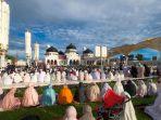 shalat-idul-adha-1441-h-di-masjid-raya-baiturrahman-banda-aceh_20200802_205813.jpg