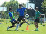 shin-tae-yong-berikan-program-latihan-berbeda-kepada-pemainnya.jpg