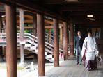 shinzo-abe-ziarah-ke-kuil-yasukuni.jpg