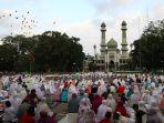 sholat-idul-adha-1439-h-di-masjid-agung-jamik-malang_20180822_090332.jpg