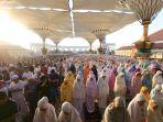 sholat-idul-adha-di-masjid-agung-jawa-tengah_20180822_080429.jpg