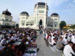 sholat-idul-fitri-1440-h-di-masjid-raya-medan_20190605_123833.jpg