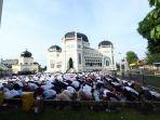 sholat-idul-fitri-1440-h-di-masjid-raya-medan_20190605_123924.jpg