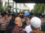 Sempat Cekcok, Polisi Tak Bolehkan Tim Hukum Rizieq Shihab Memasuki PN Jakarta Timur