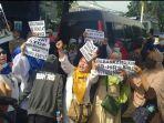 Diancam Test Swab, Simpatisan Rizieq Shihab Tinggalkan Area PN Jakarta Timur