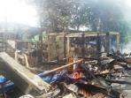 sisa-sisa-kebakaran-yang-terjadi-di-rt-0509-kelurahan-palmeriam_20161006_170321.jpg