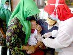 siswa-sd-di-surabaya-ikuti-bulan-imunisasi-anak-sekolah_20201015_161423.jpg
