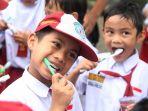 siswa-sd-sikat-gigi-peringati-hari-kesehatan-mulut-dunia_20170321_115308.jpg