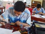 siswa-smk-latihan-merakit-produk-elektronik_20160419_164356.jpg