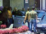siti-aisyah-berbaju-kuning-perempuan-berpaspor-indonesia-yang-ditangkap-terkait_20170217_175331.jpg