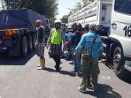 situasi-di-lokasi-kecelakaan-antara-truk-trailer-dan-motor-rx-king_20180816_182759.jpg
