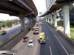 Hari Pertama Dilarang Mudik, Tol Jakarta-Cikampek Didominasi Truk Angkutan Barang