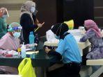 skrining-pedagang-pasar-tanah-abang-untuk-vaksinasi-covid-19_20210216_211730.jpg