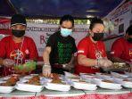 solidaritas-warga-berikan-makanan-gratis-di-masa-ppkm-darurat_20210712_195638.jpg