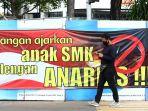 spanduk-imbauan-tolak-anarkisme-merebak-di-jakarta_20201012_125123.jpg