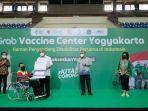 sri-paduka-paku-alam-x-memberikan-kartu-vaksinasi-di-grab-vaccine-center-diy.jpg