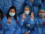 staf-medis-di-myanmar-memberi-hormat-tiga-jari.jpg