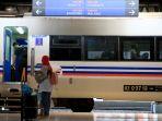 stasiun-semarang-tawang-ajak-penumpang-nikmati-kopi-gratis_20180910_224608.jpg