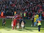 steven-gerrard-guard-of-honor_20150516_234637.jpg