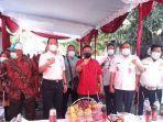 steven-setiabudi-musa-tengah-baju-merah-bersama-wali-kota-jakarta-utara.jpg
