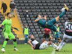 striker-ac-milan-zlatan-ibrahimovic-cetak-gol-ke-gawang-udinese.jpg