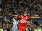 striker-arema-fc-dedik-setiawan_20180909_061405.jpg