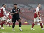 striker-aston-villa-ollie-watkins-tengah-merayakan-gol-kedua-timnya-melawan-arsenal.jpg