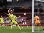 striker-gabon-arsenal-pierre-emerick-aubameyang-kedua-dari-kiri-menyundul-bola.jpg