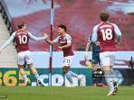 striker-inggris-aston-villa-ollie-watkins-merayakan-gol-bersama-jack-grealish.jpg