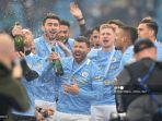 striker-manchester-city-argentina-sergio-aguero-tengah-merayakan-trofi-liga-inggris.jpg