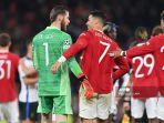 striker-manchester-united-cristiano-ronaldo-bersama-david-de-gea.jpg