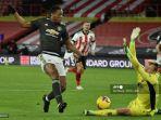striker-manchester-united-prancis-anthony-martial-melewati-ramsdale.jpg