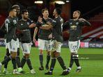 striker-manchester-united-prancis-anthony-martial-merayakan-bersama-rekan-satu-timnya.jpg